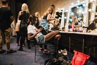 Cercano una modella per una sessione di Make up per un noto brand di bellezza a Napoli
