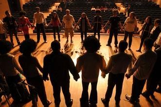 Si selezionano attori e attrici cantanti, musicisti e comparse per Musical a Latina