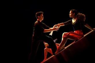 Selezioniamo ballerinidi danza moderna, contemporanea eacrobati, donne e uomini, per Musical in Piemonte