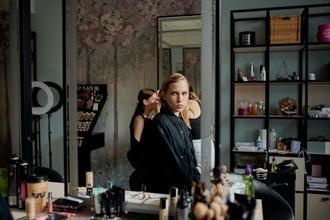 Si cerca modella con capelli chiari dai 18 anni per progetto di paruchierre a Parma