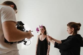 Si cercano fotomodelli per shooting per cataloghi di moda