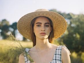 Si cerca modella (23-35 anni) per la realizzazione di scatti fotografici per una pubblicità a Genova e Imperia