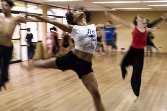 Si cerca ballerina bella presenza con rilevanti competenze video dance e hip hop