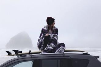 Si cercano giovani, tra cui due ragazze surfer per performance alle spiagge bianche a Lillatro