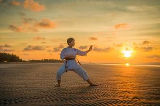 Si cerca bambino competenze karate tra i 8 e i 17 anni per videoclip