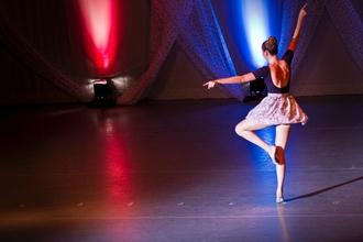 Si cerca giovane Ballerina/Coreografa di danza contemporanea per spettacolo teatrale a Roma